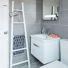 Small bathroom with space-saving vanity unit