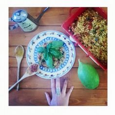 Un caldo tremendo e ai fornelli non si puo'.. così ho optato per un piatto veloce, cous cous alle verdure. Ho grigliato peperoni e melanzane. Via libera alle spezie che adoro curry, peperoncino e basilico. La felicità per me è…
