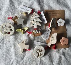 【陶土】樹 みき ブローチ 木 Ceramic Jewelry, Ceramic Clay, Clay Jewelry, Clay Cats, Baubles And Beads, Pottery Sculpture, Cute Little Things, Paper Clay, Clay Projects
