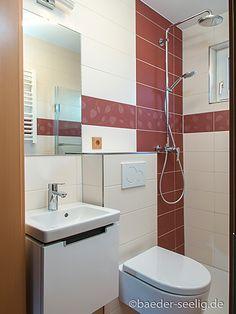 Badideen für kleine Bäder - BÄDER SEELIG Mini Bad, Bathroom Lighting, Toilet, Mirror, Interior, Furniture, Home Decor, Tiny Bathrooms, Small Bathroom Ideas