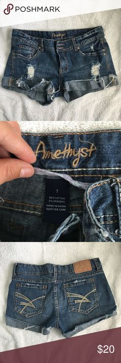 Amethyst Shorts size 7 Amethyst Shorts Size 7. Great condition, perfect for summer. Feel free to ask any questions :) Shorts Jean Shorts