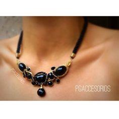 PG #pgaccesorios #chapadeoro #goldplated #collar #necklace #hechoamano #joyeria #diseñomexicano #handmadejewerly #handmade #jewerly #onix #calcedonianegra