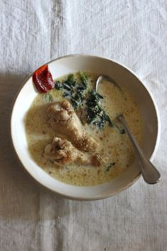 スープで無理なくデトックス♪【スープクレンズ】のレシピ集 | キナリノ 生姜やネギが身体を温めるホカホカスープ。鶏肉のたんぱく質は、コラーゲン
