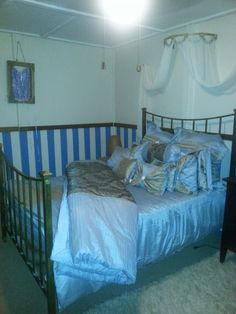 add stripes on your walls - blue and gold bedroom