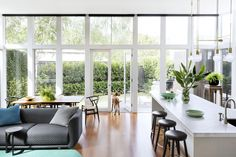 Kitchen Living Room Floor to ceiling windows with a set of French doors let an impressive amount of light fall into the newly renovated open-plan living room and kitchen of this Federation style home in Melbourne. Living Room Flooring, Living Room Kitchen, Living Room Decor, Open Plan Kitchen Dining Living, Dining Room, Kitchen Small, Küchen Design, Interior Design, Interior Doors
