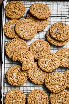 Paleo and Vegan Almond Butter Cookies I dairy-free almond butter cookie I gluten-free almond butter recipe I paleo almond butter cookie recipe I paleo dessert recipe I vegan cookie recipe I dairy-free dessert recipe I allergen free cookie recipe I The Movement Menu II #paleocookie #vegancookie