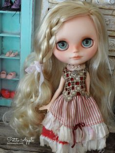 Blythe doll outfit by Petite Apple. Norwegian lace bodice