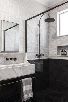 Home Interior Salas Laycock Road House In Sydney By Telly Theodore Allied Office. Modern Bathroom Design, Bathroom Interior Design, Decor Interior Design, Interior Livingroom, Luxury Bathroom Vanities, Bathroom Fixtures, Luxury Bathrooms, Small Bathroom, Master Bathroom