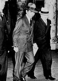 Lucky Lucinano was given a yr. prison term in 1936 for running a prostitution ring. Lucky continued to run the Luciano Crime Family from his prison cell. Italian Gangster, Real Gangster, Mafia Gangster, Italian Mobsters, 1920s Gangsters, Chicago Outfit, Life Of Crime, Al Capone, The Godfather