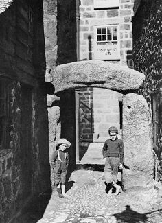 Kids / Black and White Photography St Ives Cornwall, Devon And Cornwall, Cornwall England, Old Time Photos, Old Pictures, St Ives Beach, Places In Cornwall, Castles To Visit, My Family History