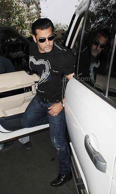 Salman Khan Young, Salman Khan Photo, Ek Tha Tiger, Prayer Meeting, Movie Teaser, National Film Awards, Indian Star, Big Big, Dream Guy