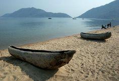 S19E7: DETOUR: Malawi dugout canoes. Dugout or Lugout.