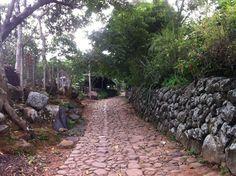 El Salvador - Suchitoto - caminando por las tranquilas calles empedradas del Canton Cahulote / suchitoto.tours @gmail.com
