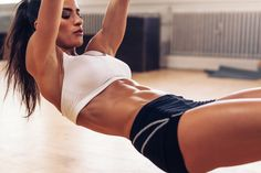 Aké sú najlepšie cviky na spodné brucho? Spodné brucho je svalová partia, ktorú nie je jednoduché zasiahnuť. Pomocou týchto cvikov to zvladnete ľavou zadnou!