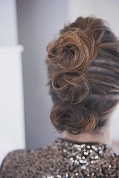 triple bun up-do hairstyle, great for a holiday party Dance Hairstyles, Work Hairstyles, Hairdos, Wedding Hairstyles, Bun Updo, Updo Hairstyle, Rapunzel Story, Hair Knot, Modern Muse