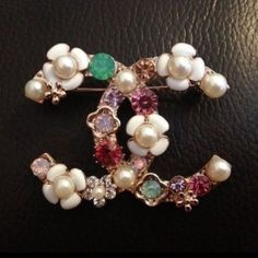 If you want to buy or collect vintage costume jewelry, learn what to look for and where to look. There is something for who is interested in vintage jewelry. Vintage Costume Jewelry, Vintage Costumes, Vintage Jewelry, Cute Jewelry, Jewelry Accessories, Jewelry Design, Chanel Jewelry, Fashion Jewelry, Jewellery