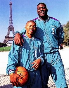 Muggsy Bogues & Larry Johnson of my faves Basketball Pictures, Love And Basketball, Sports Basketball, College Basketball, Basketball Players, Charlotte Basketball, Mike Tyson Boxing, Larry Johnson, Nba Pictures