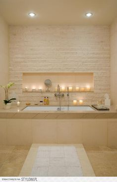 There are plenty of bright bathroom ideas, but the key for a spacious bathroom decor is not to choose an oversized bath and to have good lighting. Bathroom Photos, Bathroom Spa, Bathroom Layout, Bathroom Ideas, Bathtub Ideas, Bathroom Interior, Bathroom Organization, Warm Bathroom, Bathroom Cabinets