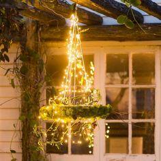 27 Magical Ways To Use Fairy Lights In Your Garden (10) Backyard String Lights, Backyard Lighting, Outdoor Lighting, Lighting Ideas, String Lighting, Tree Lighting, Exterior Lighting, Christmas Lights Outside, Diy Christmas Lights