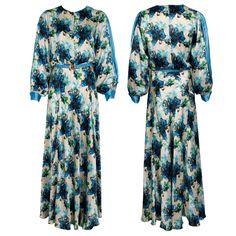 #whoswho #greenbird #marinamall #abudhabi #abudhabifashion #abudhabistyle #dubai #dubaifashion #dubaistyle #fashionista #womenswear #eveningwear #casualwear #gown #flowerpattern #longsleeve #flowing