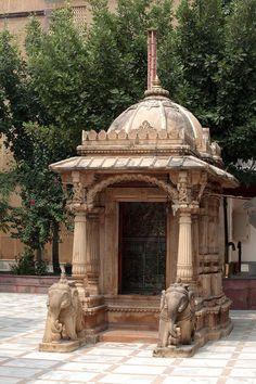 Northern India, Hindu Temple in Haridwar Indian Temple Architecture, India Architecture, Ancient Architecture, Architecture Design, Temple Room, Home Temple, Temple Bar, Temple Wedding, Temple India