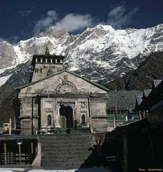 Kedarnath is one of the most sacred pilgrimages of Lord Shiva situated in Rudraprayag district of Garhwal region in Uttarakhand.Kedarnath is situated at an altitude of 3586 mts, in the lap of the majestic mountain peaks and near the head of river Mandakini, Kedarnath range stands one of the twelve Jyotirlingas of Lord Shiva.