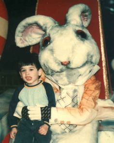 Umm…was this creepy rabbit an extra in Tim Burton's Alice in Wonderland? Creepy Costumes, Creepy Clown, Scary, Creepy Horror, Real Easter Bunny, Easter Bunny Costume, Easter Bunny Pictures Real, Tim Burton, Images Terrifiantes