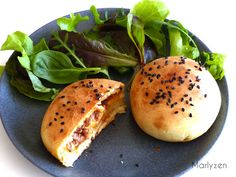 Salmon recipes 467318898833876482 - Buns farcis au boeuf et au fromage Source by quedville Hand Pies, Salmon Recipes, Food Truck, Salmon Burgers, Tapas, Hamburger, Sandwiches, Food And Drink, Cooking Recipes