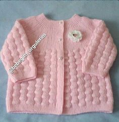 Free Knitting Pattern Baby Cardigan with Cables Baby Knitting Patterns, Baby Cardigan Knitting Pattern, Crochet Baby Cardigan, Crochet Baby Booties, Knitting For Kids, Baby Patterns, Free Knitting, Pullover Design, Sweater Design