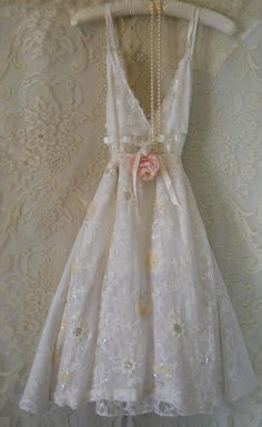Lace prom dress white embroidered silk sparkle lace rose wedding romantic medium by vintage opulence on Etsy Vintage Lace, Vintage Dresses, Vintage Outfits, Vintage Opulence, White Tulle Dress, Moda Formal, Estilo Shabby Chic, Fru Fru, Look Boho