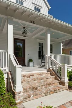 20 Ideas farmhouse porch railing front steps for 2019 Front Porch Steps, Farmhouse Front Porches, Front Porch Design, Rustic Farmhouse, City Farmhouse, Farmhouse Garden, Farmhouse Ideas, Farmhouse Design, Brick Porch