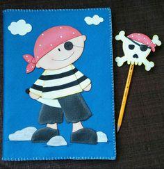 Cuaderno y lápiz pirata