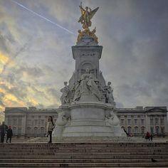 #Victoria #VictoriaMemorial #Palace #Palacio #ThisIsLondon # #UK #EstaEs_Europe #Loves_London #EstaEs_Europa #London #Londres #Loves_Europe #Ig_Europe #Europe_Gallery #HaveALondonLook #Londyn #UnitedKingdom #GreatBritain #InstaTravel #MonumentalEurope #ViajerosXLondres #In_Europe #BuckinghamPalace #PalacioDeBuckingham by jorgepohe
