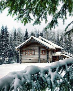 😊 cozy cabin in the snow ❄️ Winter Cabin, Cozy Cabin, Snow Cabin, Winter Snow, Winter Holidays, Christmas Holidays, Ideas De Cabina, Log Cabin Furniture, Rustic Furniture
