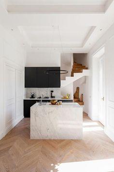 Italian Interior Design, Interior Design Minimalist, Modern Kitchen Design, Minimalist Home, Interior Design Kitchen, Interior Decorating, Kitchen Decor, Kitchen Ideas, Decorating Ideas