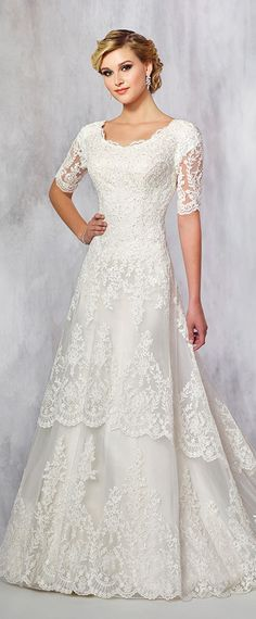 Glamorous Tulle Scoop Neckline A-line Wedding Dresses With Lace Appliques & Hot Fix Rhinestone
