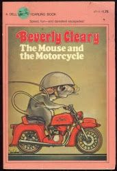 I LOVED this book! The Mouse and the Motorcycle - Beverly Cleary I first read this when I was teaching third grade. I read it to the class and then we decorated our door for Book Week. 90s Childhood, My Childhood Memories, Great Books, My Books, Mouse And The Motorcycle, Classic Motorcycle, Before I Forget, Beverly Cleary, Retro Poster