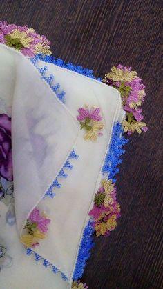 yazma kenarı için gösterişli iğne oyası çiçek örneği