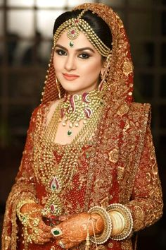 PrEttY PaKisTaNi WeDDinG BriDe !!!!!!!!!!!! Lot's of indian's and any desi also wear these type's of looks.... She looks like a queen #rani look.