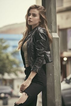 """Fc: Bridget Satterlee) """"hey there. I'm Bridget. I am a give it my all kind of girl. Ever since the serum came out, I've been on the run. Look Fashion, Trendy Fashion, Fashion Models, Girl Fashion, Girl Photography, Fashion Photography, Photography Ideas, Elite Model Look, Mode Rock"""
