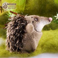 ru components com_jshopping files img_products Wet Felting Projects, Felting Tutorials, Critters 3, Hedgehog Craft, Creepy Cute, Felt Toys, Felt Art, Soft Sculpture, Felt Animals