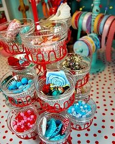 Cupcake stand and small cups for storage, brilliant! If only I had more desk space
