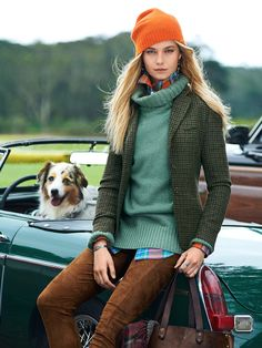 The new heritage: old-school classics reimagined for Tailored in Italy from luxurious wool tweed, this refined three-button riding jacket is a heritage-inspired style. Turn up its contrasting undercollar for a playful pop of color. Fashion Moda, Look Fashion, Fashion Outfits, Fashion Trends, Fall Fashion, Country Fashion, Oversized Sweater Outfit, Sweater Outfits, Mode Chic