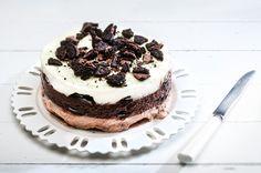 Γλυκό ψυγείου με 3 κρεμένιες στρώσεις και γεμιστά μπισκότα από την Αργυρώ Μπαρμπαρίγου! Sweet Recipes, Cake Recipes, Dessert Recipes, Greek Desserts, Icebox Cake, Food Categories, Carrot Cake, Nutella, Oreo