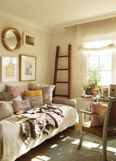 Home Office/Spare Room 35 Super Ideas Home Office Guest Room Daybed Sunrooms Z Mesh, An Innova Guest Bedroom Office, Cozy Bedroom, Guest Bedrooms, Girls Bedroom, Bedroom Decor, Small Bedrooms, Master Bedroom, Peaceful Bedroom, Bedroom Loft