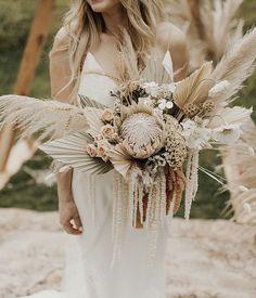 Boho Wedding Bouquet, Bohemian Wedding Dresses, Bride Bouquets, Chic Wedding, Floral Wedding, Bohemian Weddings, Bohemian Bride, Tulle Wedding, Wedding Blog