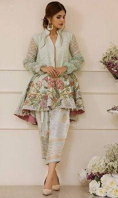 Casuals Pakistani Fashion Casual, Pakistani Outfits, Ethnic Fashion, Indian Outfits, Indian Fashion, Pakistani Couture, Pakistani Dress Design, Indian Attire, Indian Wear