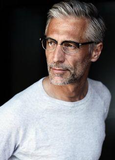 Older Men Haircuts, Older Mens Hairstyles, Fashion For Men Over 50, Older Mens Fashion, Grey Hair And Glasses, Silver Foxes Men, Grey Hair Men, Handsome Older Men, Long Beards