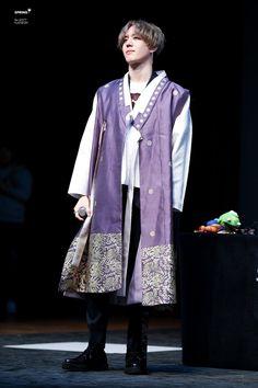 190316 Yugyeom at Yeongdeungpo fansign cr: Got7 Yugyeom, Youngjae, Young And Rich, Jinyoung, South Korean Boy Band, Boy Bands, Jackson, Raincoat, Kimono Top
