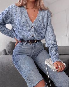 I could wear high waist jeans that touch my chin and my legs would still look short 😂 where's my optical illusion at? Stylish Winter Outfits, Casual Outfits, Cute Outfits, Work Outfits, 90s Fashion, Autumn Fashion, Fashion Outfits, Womens Fashion, Fashion Shoes